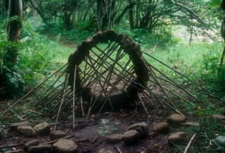 andy_goldsworthy_propped_arch