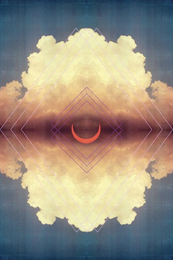 crescent_cloud_symetry