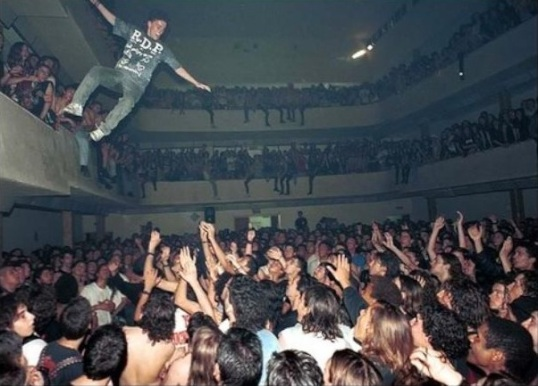 mega_crowd_surf