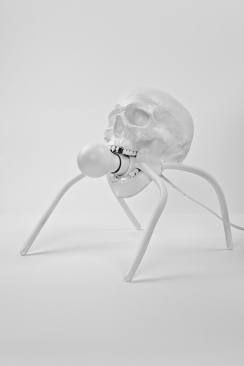 hedi_xandt_spiderskull_lamp