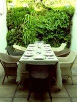 vert_garden_dining