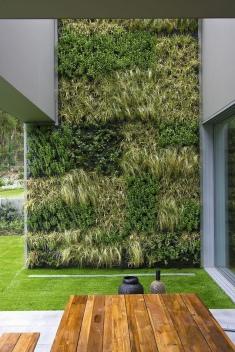 vert_garden_exterior