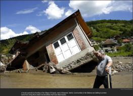 nytl_serbia_flood_house