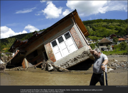 nytl_serbia_flood_house
