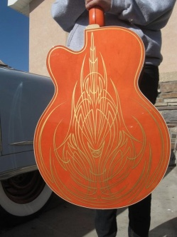 pinstriping_guitar_body