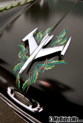 pinstriping_plane_hood_ornament